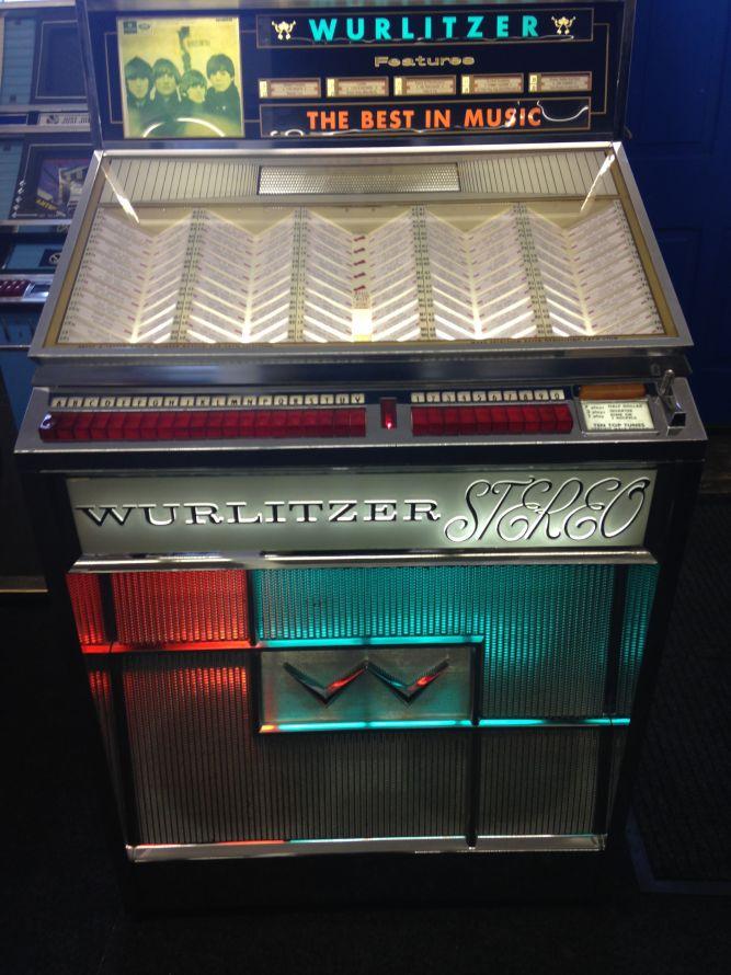 Just Jukin Jukeboxes 1963 Wurlitzer 2700